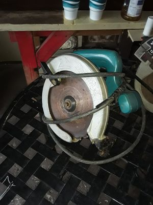 ELECTRIC MAKITA CIRCULAR SAW...WORKS GOOD for Sale in Indianapolis, IN