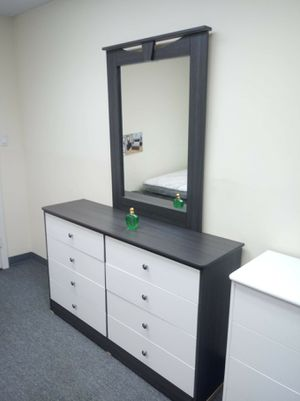 New Compressed Wood dresser 8 Drawer with mirror for Sale in CRYSTAL CITY, CA