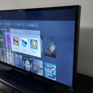 "Vizio Smart TV 40"" for Sale in Dunwoody, GA"