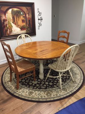 Bassett Kitchen Table and Chairs for Sale in Frisco, TX