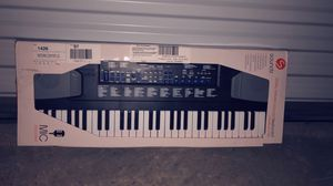 Electronic music keyboard with mic for Sale in Boynton Beach, FL