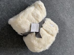 Threshold faux fur throw blanket for Sale in Santa Maria, CA