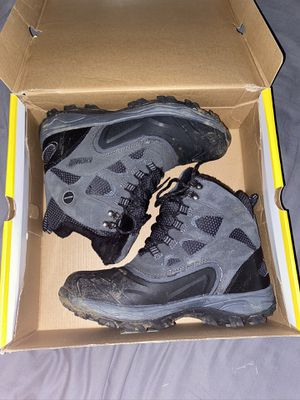 Snow boots size 10 for Sale in Montclair, CA