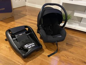 Maxi Cosi Micro 30 infant car seat With extra car base!!! for Sale in Seekonk, MA
