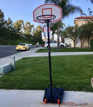 6'-8' Adjustable Adjustable Basketball Hoop with Wheels for Sale in Las Vegas, NV