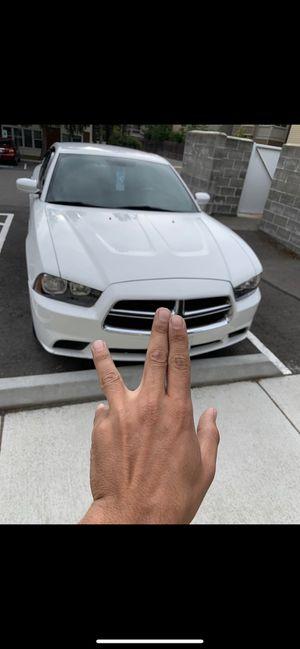 Dodge Charger 2011 clean title miles 156,700 for Sale in Everett, WA