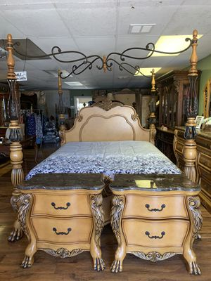 Cal king bedroom set// delivery available for Sale in Fresno, CA