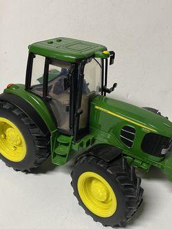 """Tractor 12x9"""" Ertl John Deere Plastic Model Good Condition for Sale in Kirkland,  WA"""
