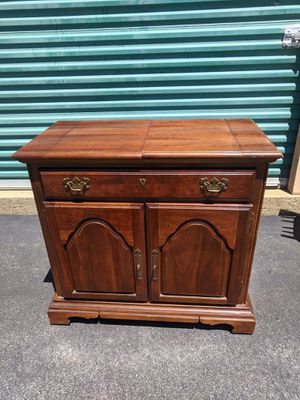 Vintage American Drew lazy boy dry sink for Sale in New Bedford, MA