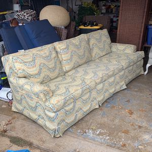 """Couch 90""""x40"""" for Sale in Plano, TX"""