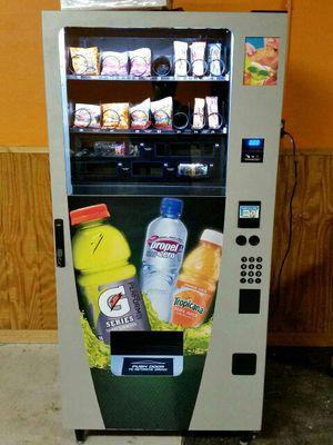 Combo vending machine both drinks and snacks for Sale in Abilene, TX