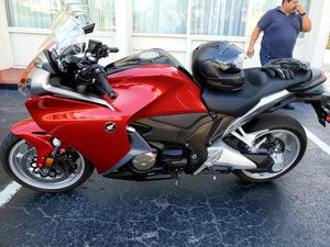 2010 Honda VFR1200F DCT with only 6k miles for Sale in Miami Springs, FL