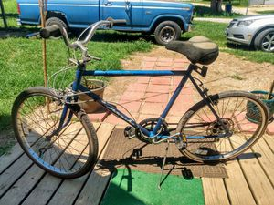 Huffy 18 speed bike with gel cushion comfort seat. for Sale in Frankford, MO