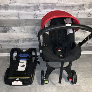 Doona Car Seat/ Stroller In Black & Red for Sale in Los Angeles, CA