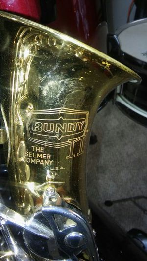 Bundy. Tenor SAXOPHONE WITH HARD CASE for Sale in Charles Town, WV