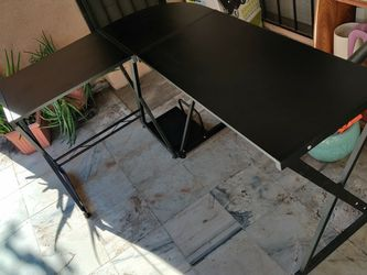 L-shaped Computer Desk, Black, 58 Inch X 44 Inch for Sale in Los Angeles,  CA