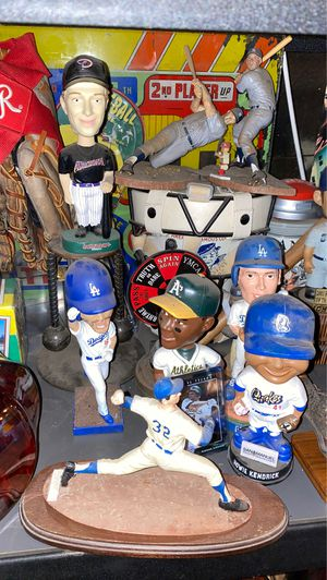 5 bobble heads for $25 for Sale in Los Angeles, CA