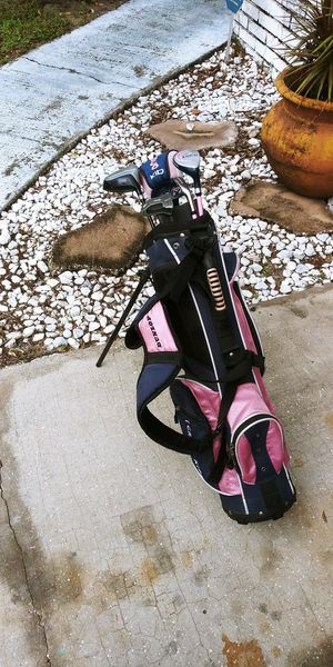 Dunlop Loco Kid golf clubs and bag for Sale in Brandon, FL