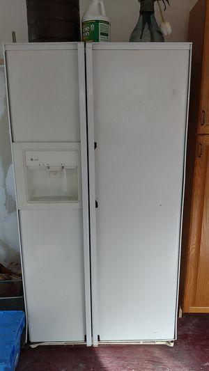 GE Profile Fridge / Freezer w ice maker for Sale in Seattle, WA