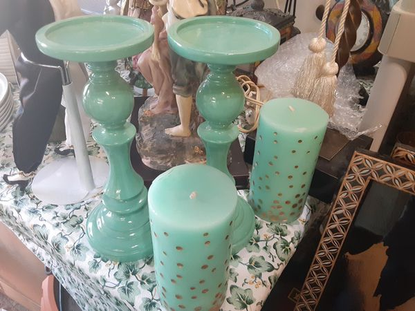 REALLY Gorgeous Looking CANDLE HOLDER with CANDLE THIS Color is REALLY NEAT Looking