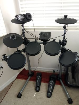 New Simmons SD500 Electric drum Set for sale. Moving out sale. for Sale in San Diego, CA
