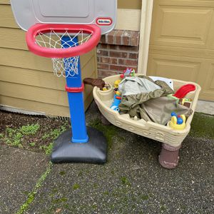 *PENDING* Free Toys And Books for Sale in Kirkland, WA