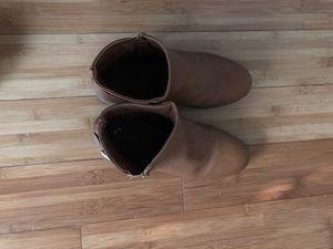 Boots size 4 for Sale in St. Petersburg, FL
