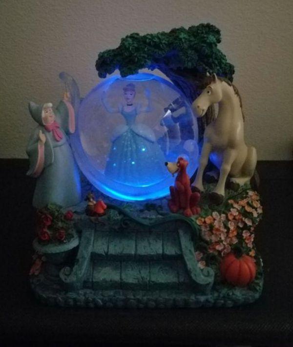Disney Cinderella light up dress Musical Snowglobe Collectible Globe statue