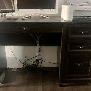 Like New Black Desk for Sale in Lindsay, CA