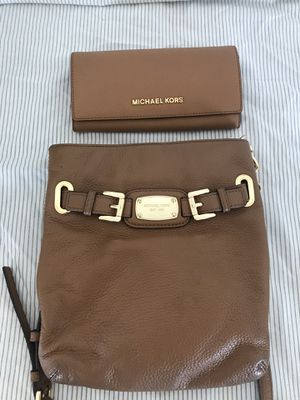 Michael Kors Purse & wallet for Sale in Fresno, CA