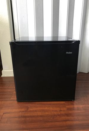 Haier mini fridge good condition for Sale in Memphis, TN