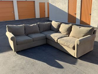 Beautiful Beige Sectional Couch/Sofa (FREE DELIVERY) for Sale in Manhattan Beach,  CA