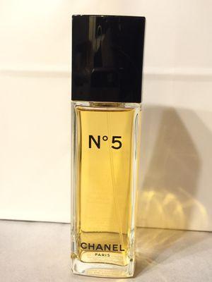 CHANEL No•5 3.4oz Eau de Toilette Perfume for Sale in San Diego, CA