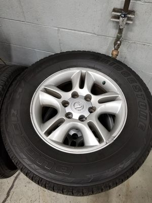 Near new tires 265/65/17 for Sale in Long Beach, CA