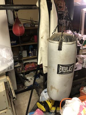 Everlast punching bag for Sale in Riverside, CA
