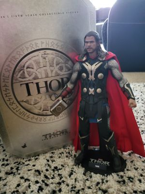 Thor and loki hot toy, Thor the dark world. Complete perfect conditions. for Sale in Puyallup, WA