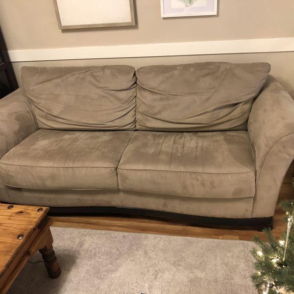 Natuzzi Micro Fiber Grey Couch Good Condition