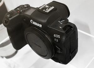 Canon EOS R5 Mirrorless Digital Camera ( VENMO ONLY) for Sale in Dublin, OH