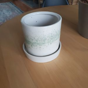 6 Inch Pot for Sale in Chesapeake, VA
