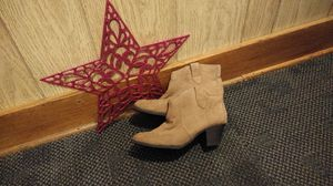 No boundaries booties size 6.5 for Sale in Midway, WV