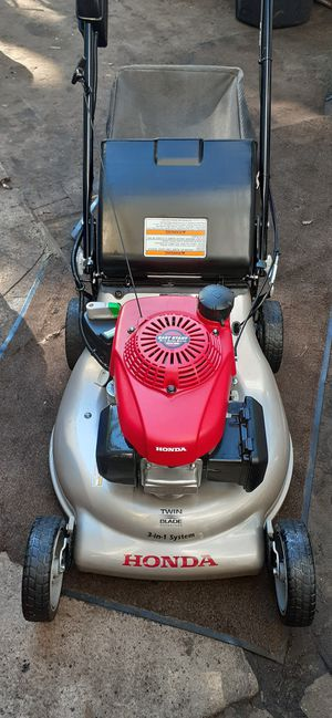 Honda self-propelled lawn mower with electric start for Sale in Woodland Park, NJ