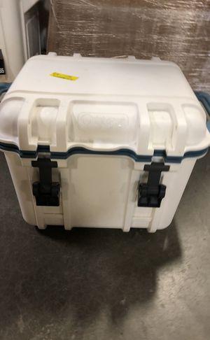 Otter box venture 45 cooler for Sale in Elkridge, MD