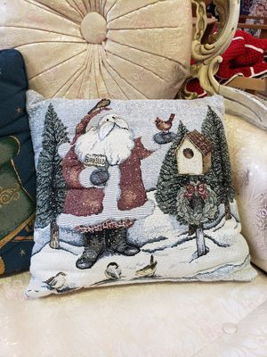 6 throw pillows for Sale in Riverbank, CA