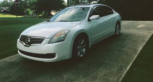 low mileage nissan altima 2008 very nice for Sale in St. Louis, MO