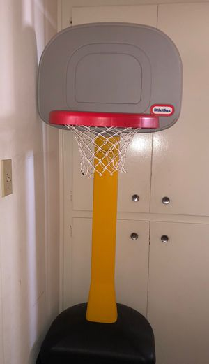 Little Tikes Basketball Court for Sale in Whittier, CA
