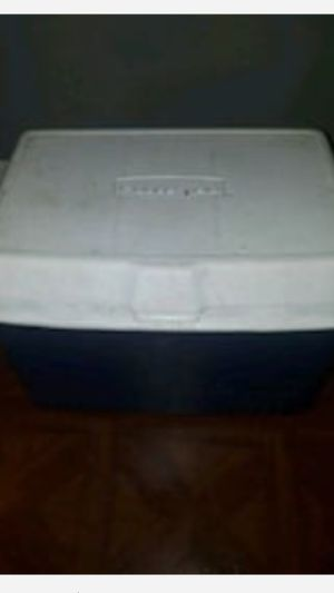 Rubbermaid Cooler 20Wx12Hx12D for Sale in New York, NY