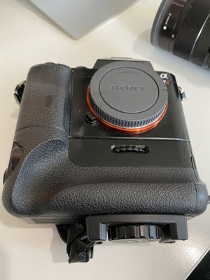 Sony alpha 7R camera body and lens F3.5-5.6 for Sale in Seattle, WA