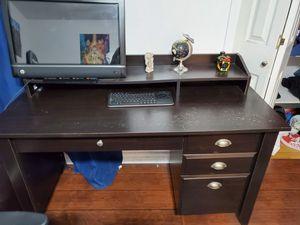 Computer desk for Sale in Bellflower, CA
