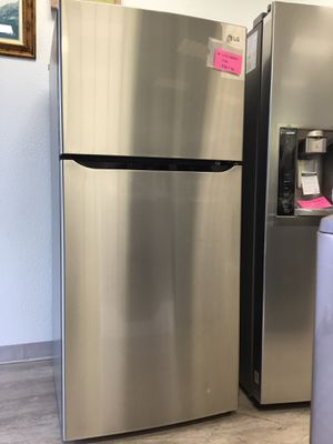 """LG Refrigerator - TOP-FREEZER - 30"""" Wide - $500 for Sale in Buena Park, CA"""