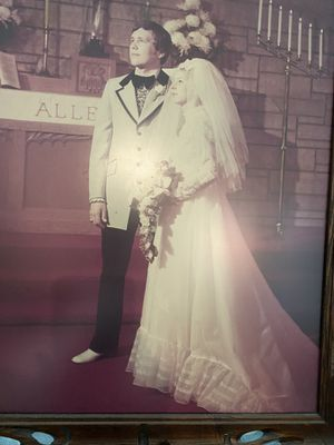 VINTAGE 1970s WEDDING DRESS WITH TRAIN AND VEIL for Sale in Bonita Springs, FL